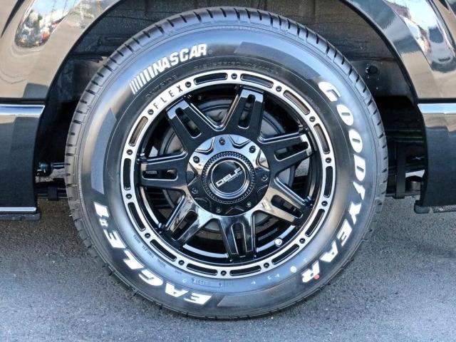 タイヤはFLEXオリジナルDelf04AWを装着済み! タイヤはナスカーホワイトレタータイヤを合わせました。