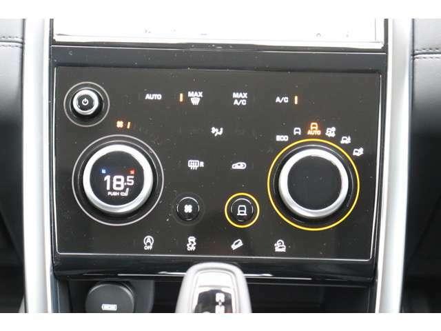 インテリアで先進性及び高級感をもたらすインパネ周り。タッチスクリーンでもあるので、スイッチ類を大幅に減らし、それでいて直感的な操作が可能です。