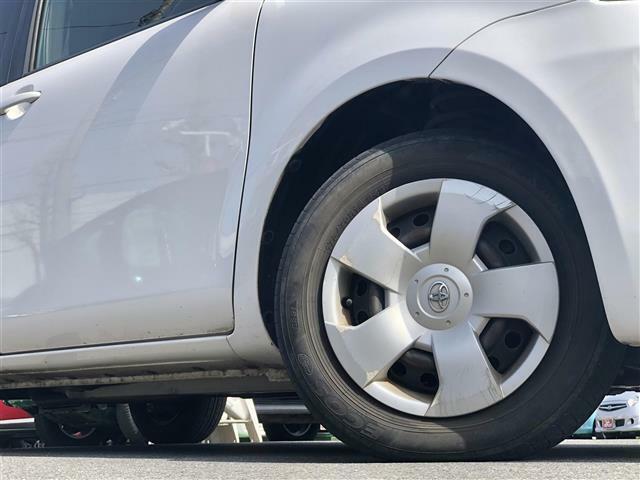 純正ホイールキャップ装備。各種アルミホイール+タイヤやスタッドレスのセットもお取扱いございますのでご検討の方はスタッフまでご相談ください。