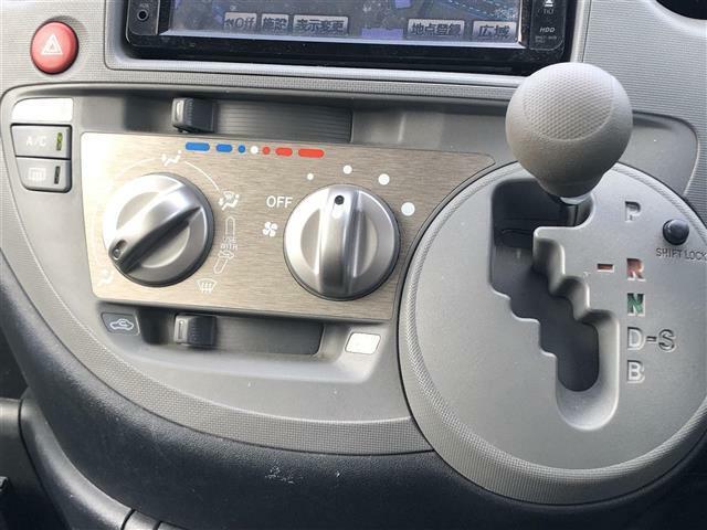 【シフトレバー】シフトも操作しやすいデザインになっております!快適なドライブを楽しんでいただけます♪