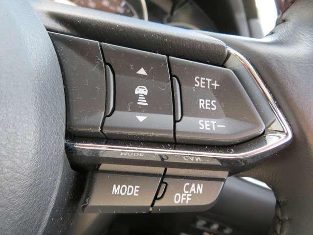 高速道路や自動車専用道路走行時にアクセルやブレーキを操作することなく前方車との車間距離を保つよう、自動で車速をコントロールするマツダレーダークルーズコントロール(MRCC)全車速追従機能付です♪