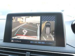 ワイドバックモニターの右側は上空から撮影したような俯瞰画像が映ります。