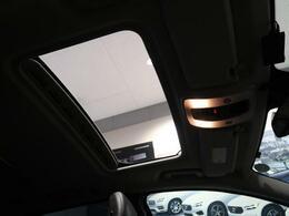 ◆チルト機構付きサンルーフを装備しております。車内を明るくするため解放感があり、周りの景色も明るく見せてくれます。クラシックモデルには標準で装備しております。