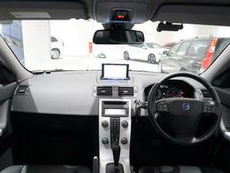 V50 最終モデルがボルボカーズ福岡東へ入庫致しました!サンルーフにシートヒーター、パワーシートなど装備盛りだくさんの車輌です。是非、店舗にて見ていただきたい車両です。