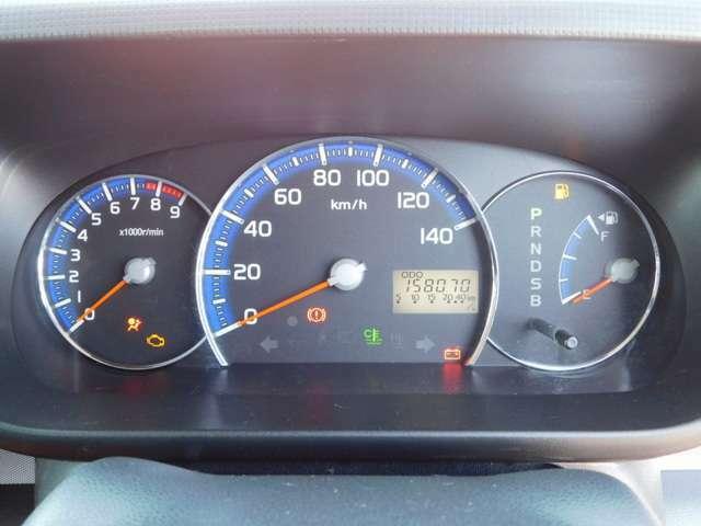 見易い3連メータ。左よりタコメーター:速度計:燃料ゲージ。