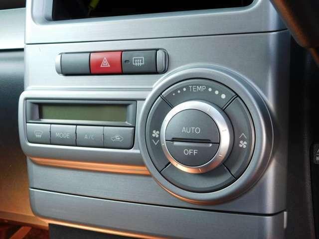 室内温度設定可能な冷暖房切り替えスィツチ類が並びます。