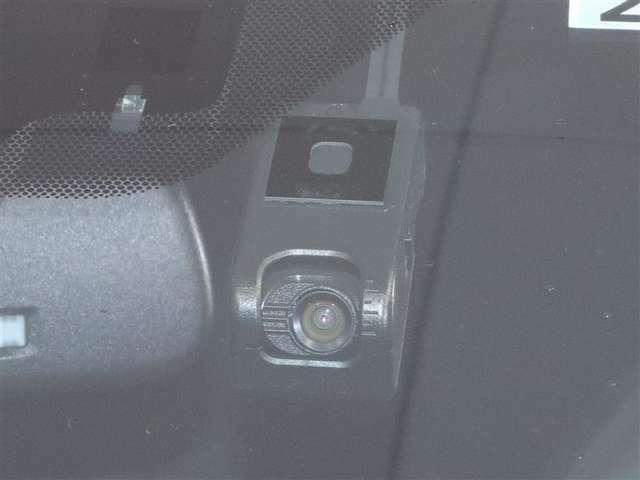ドライブレコーダー付きで万一の際も安心です。