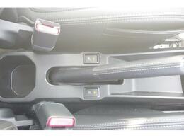 運転席と助手席にはシートヒーターを装備☆