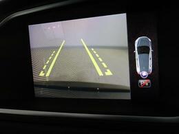 ◆リアビューカメラ『バックで駐車する際に便利なバックビューカメラを装備しております♪障害物が近づくとアラーム音とナビ画面に距離を表示して教えてくれます♪駐車が苦手な方も安心して運転できますよ♪』