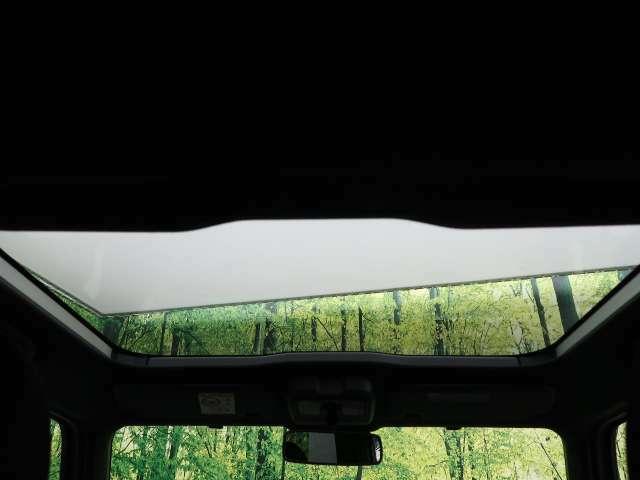 ●【ガラスルーフ】装備です☆快適なドライブにぜひ欲しい装備☆解放感ある室内をご堪能下さい!!