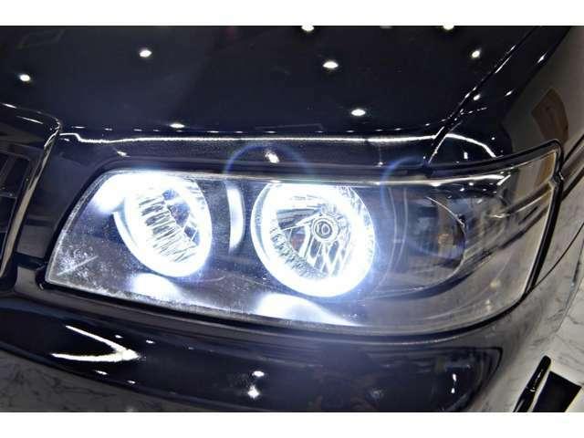 オリジナルワンオフ加工の4連イカリング&インナーブラックヘッドライト 車全体が引き締まります!