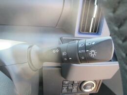周囲の明るさに応じて、ヘッドライトを点灯・消灯してくれるオートライト機能付きです☆