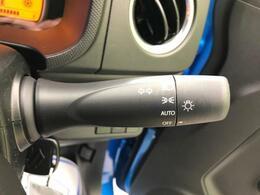 ☆オートライト☆専用スイッチをONにしておくことで、薄暗くなると自動的にスモールランプが点灯し、更に暗くなるとヘッドランプが点灯するシステムです。