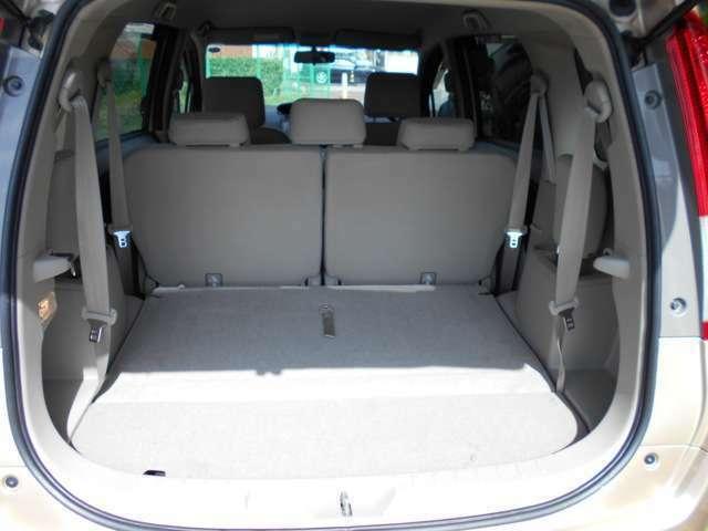 サードシートを倒すとさらに大きな荷物を載せられます