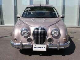 当時、特別仕様車として限定販売。「スイーツなクルマ」をコンセプトに、ブルー・グリーン・イエロー・ピンクの4色展開でしたが、ピンクのみメタリックカラーです。