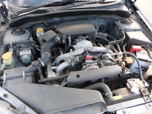 スバル伝統のBOXERエンジンです