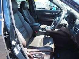 運転席はパワーシートになります。