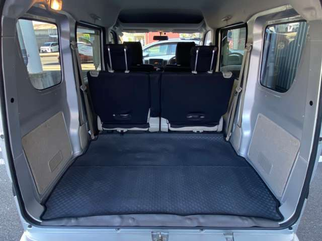 座席も目立つシミや汚れも無くとてもきれいな状態を保っております。