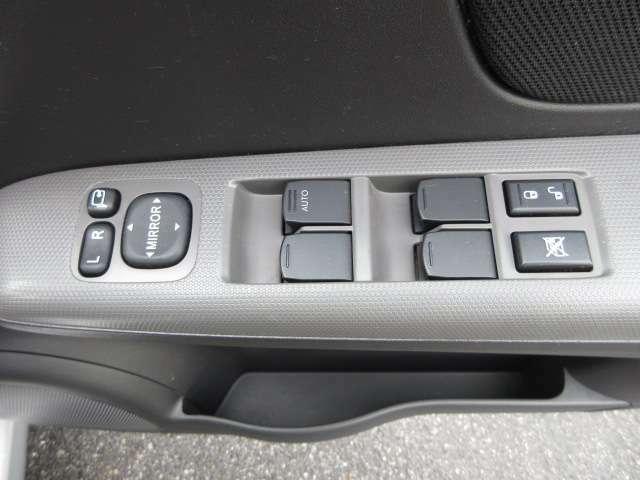 パワーウインドウスイッチ!&電動格納ミラースイッチ!  ドアミラーの格納は電動が便利ですよね。
