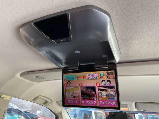 後席天井にはアルパイン製10.2型フリップダウンモニター♪ ミニバンの必須アイテムです! 後席の小さなお子様もTV・DVDビデオに夢中♪パパ&ママは運転に集中で目的地へGoGo(*'▽')