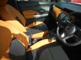 座り心地を向上させるマットスプリングタイプを採用しており、人間工学に基づいたシートにより、運転の疲労を軽減してくれます。合皮シートですがダブルステッチ付きでスポーティをを演出。