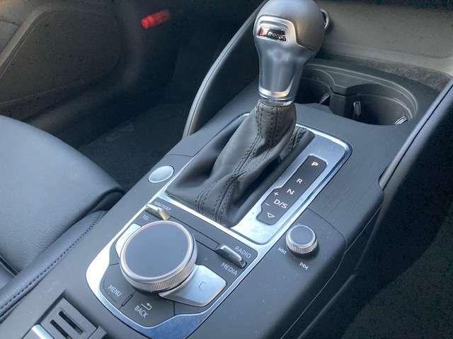 燃費向上とスポーティさを兼ね備えたSトロニックミッション!操作性の良い手にフィットするシフトレバーです!