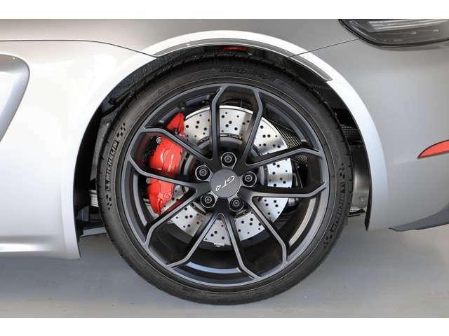 タイヤはミシュランパイロットスポーツカップ2 F:245/35ZR20 R:295/30ZR20です。