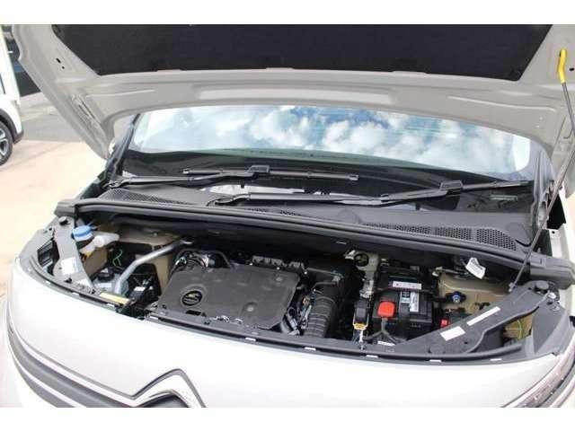 エンジンには、優れた燃費性能とパワーを誇るクリーンディーゼル1.5LBlueHDiを採用