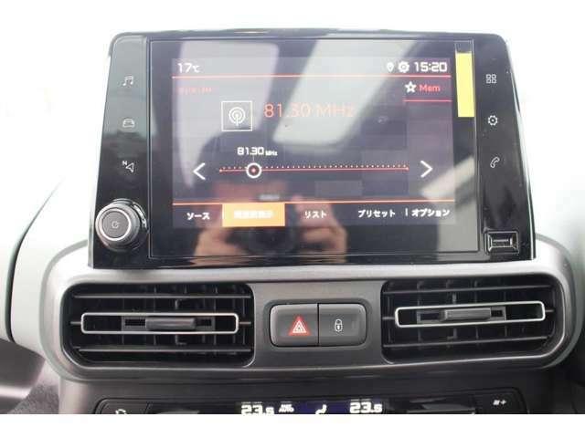 多彩な情報と操作機能を表示する8インチタッチスクリーン。ミラースクリーンによりスマートフォンのアプリにも対応