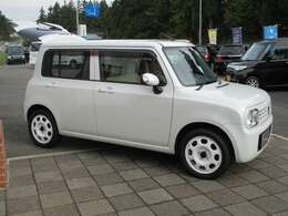 ホイールもホワイトです!2WD/CVT燃費良好です!