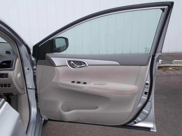 運転席ドア内側