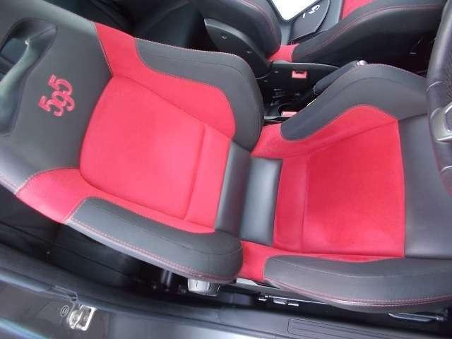Sabelt製アルカンターラ/レザーシートが標準装備です!素晴らしいホールドで走りをサポートします!