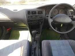 後部座席から見た運転席と助手席です!!