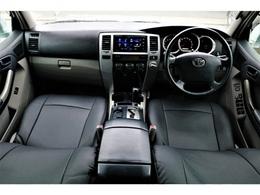 シンプルイズベストな内装が素敵です!エアコン周りのスイッチをカチカチといじるのが車の楽しみですよね!!(笑)