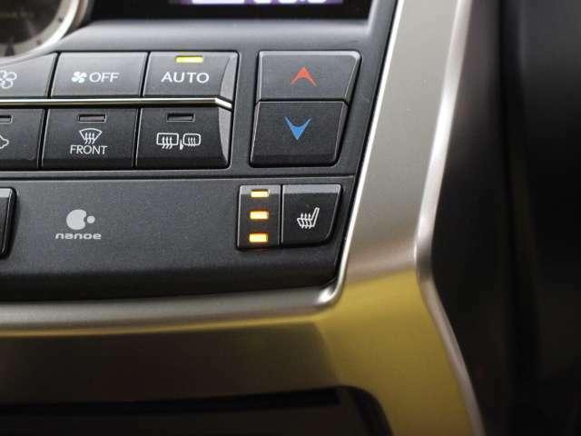 Ltexシートにはシートヒーターを装着。長時間のドライブで負担のかかりやすい肩や腰、寒い日や夏の冷房中に冷えやすい下肢を温めます。