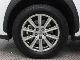 レクサス純正アルミホイールは精度が高く、走行の安定性が優れています。タイヤサイズは225/65R17です。