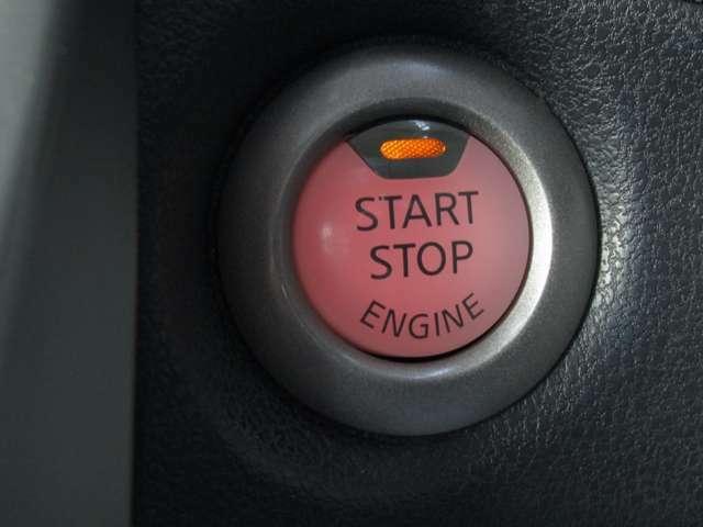 プッシュスタートがついていますので、ボタン1つでエンジン始動ができて便利です♪また夜間でも、光るのでボタンを探すこともありません。