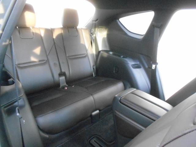 3列目シートは見た目よりしっかい座れます!3列SUVではクラストップレベルです!後方からの衝突でも3列目シートの安全性もクラストップレベルで安心・安全にご乗車いただけます!