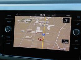 Volkswagen純正インフォテイメントシステムDiscover Pro搭載。8インチタッチスクリーンで高い視認性とスムーズな操作性を実現。Volkswagen Media Controlアプリで後