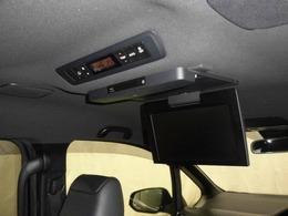 後席用モニターが付いているので、長距離ドライブなどの移動でも退屈しないでいいですね。