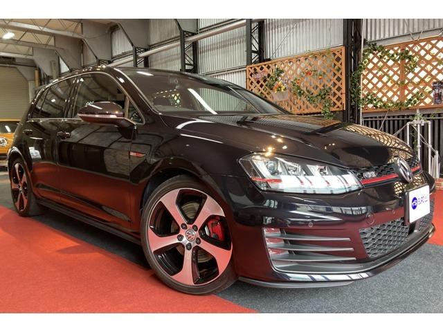 ブラックで精悍なGTIのマニュアルミッション車です。