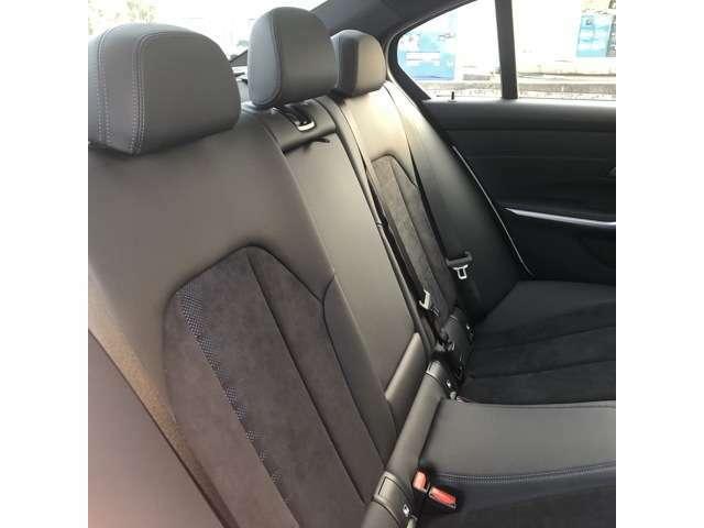 シートはホールド性が高く疲れにくいシートに仕上がっております。