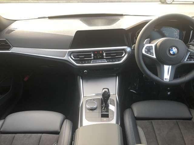 フロントシート回りは、飽きないデザインでかつ機能的になっております。