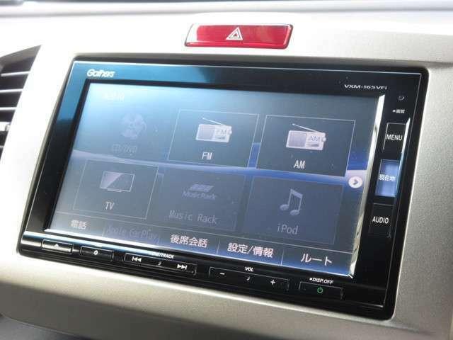 ナビゲーションはギャザズメモリーナビ(VXM-165VFi)を装着しております。AM、FM、CD、DVD再生、Bluetooth、音楽録音再生、フルセグTVがご使用いただけます。初めて訪れた場所でも道に迷わず安心ですね!