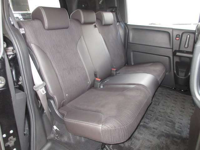 ゆったりと座る、という感覚をそれぞれの座席で体感できるよう、フリード スパイクには簡単操作で荷室が広がるダイブダウン式のベンチシートを採用し優れた使い勝手を確保しています。