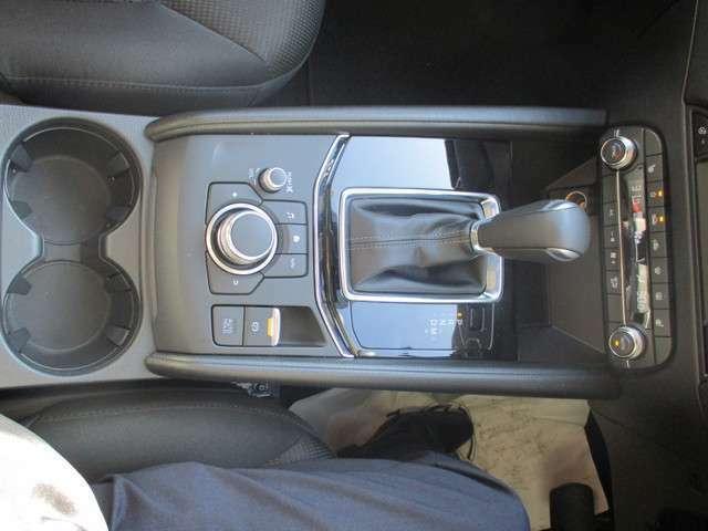 電動パーキングブレーキ機能付き、ステアリングヒーター付き