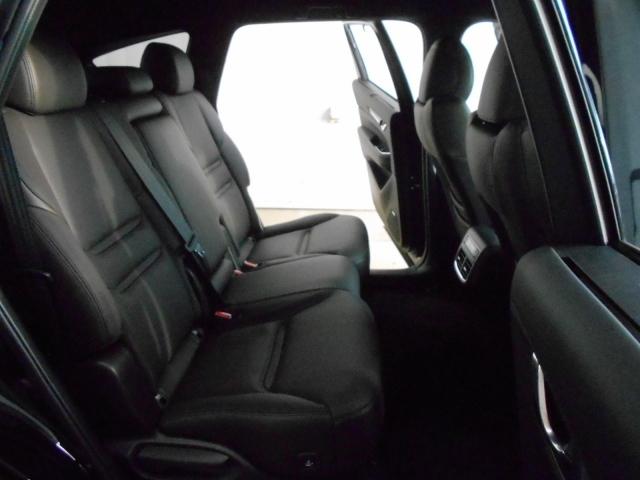 2列目シートは使いやすいベンチシート!3人乗車出来るのはもちろんですが、チャイルドシートのお子様を見るのもらくちん♪