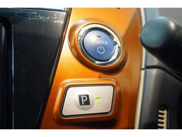★プッシュボタンスタート★エンジンの始動も簡単!!スマートキーなので鍵の開け閉めラクラク♪女性にお勧めの装備です♪