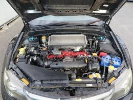 メーカーカタログ引用EJ20出力308ps(227kW)/6400rpm トルク43.0kg・m(422N・m)/4400rpm 種類水平対向4気筒DOHC16バルブターボ 総排気量1994cc