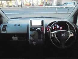 ★インパネ廻りの写真です。インパネCVTですので、操作がしやすいです。純正HDD付きですので、ドライブやご旅行にとても便利です。